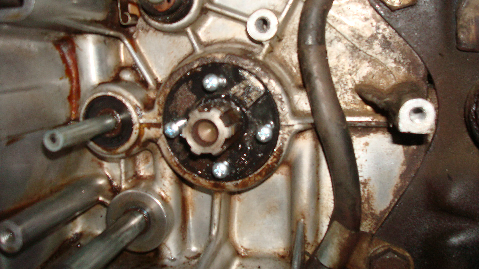 1969 CB160 Counter Shaft oil seal removal?-160-countershaft-oil-seal-screws.jpg