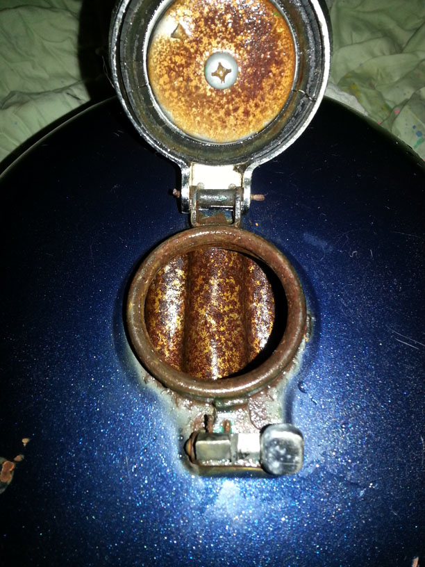 Removing heavy rust from fuel tank