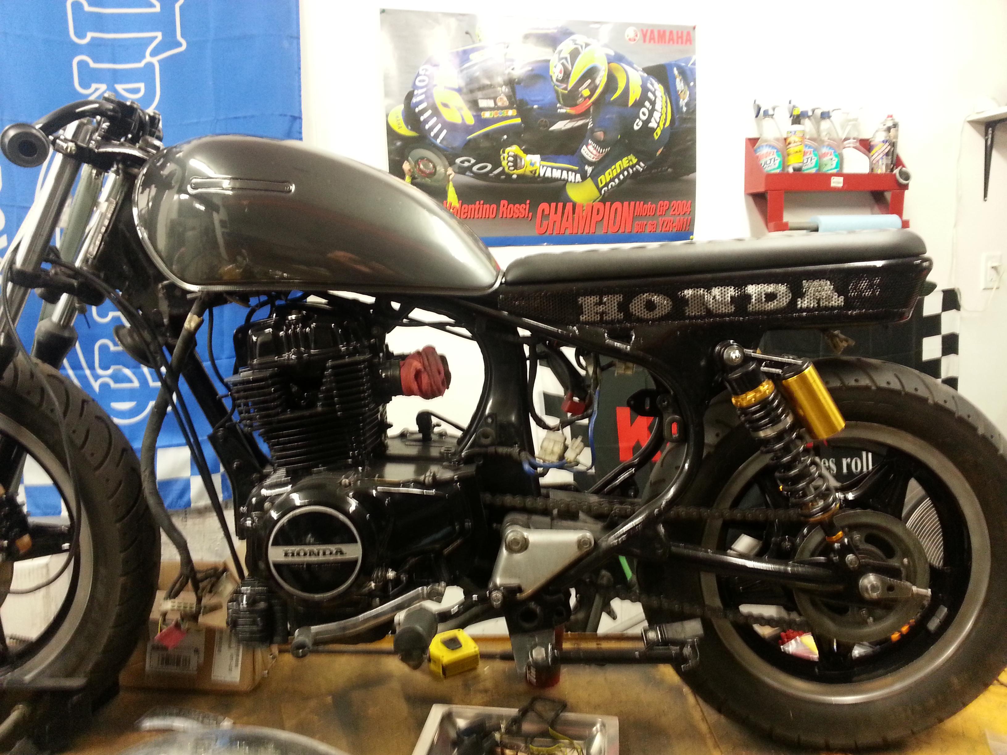 82 Cm450e Cafe Racer    Brat Inspired