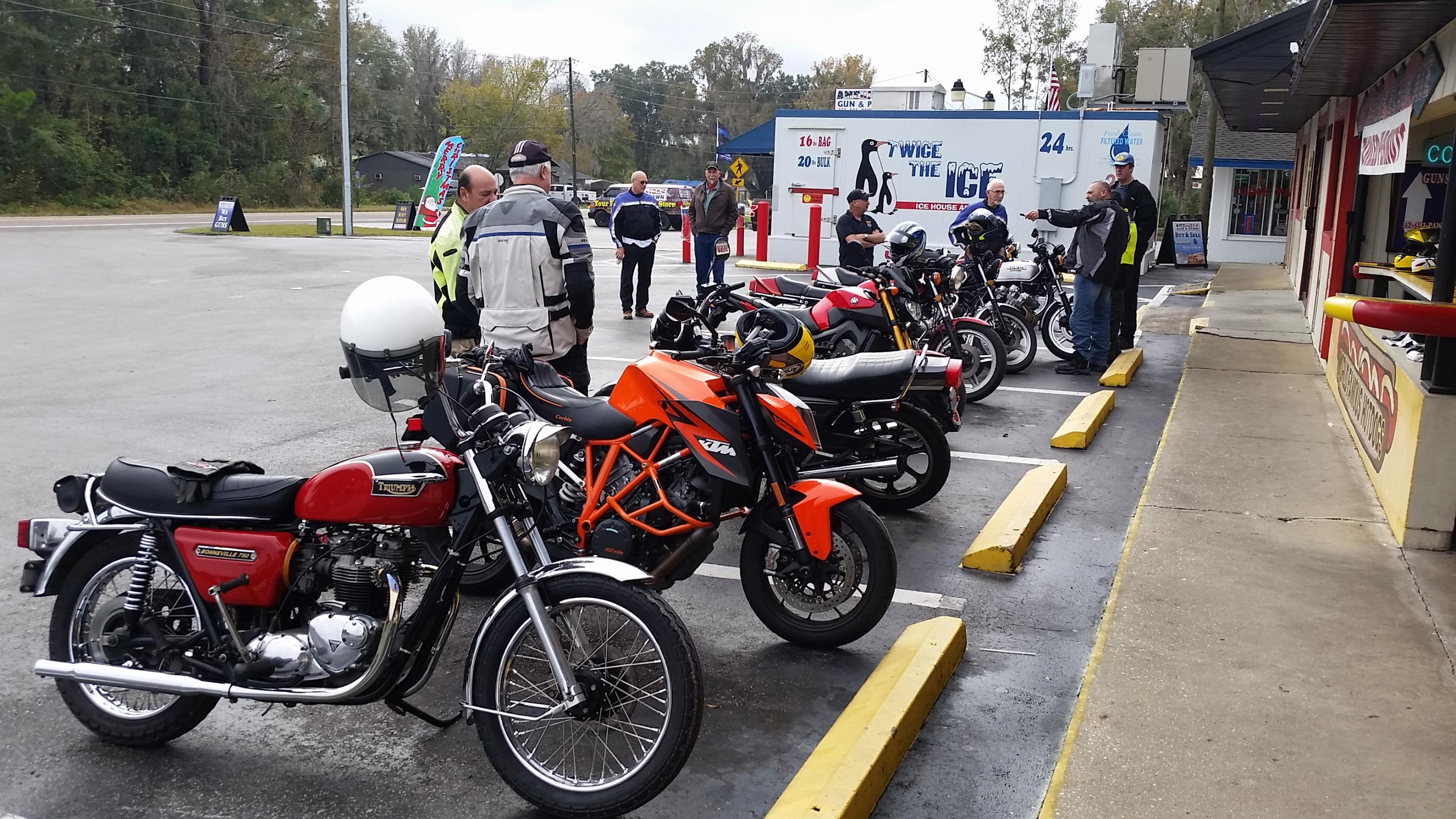 VJMC gathering before unoffical Christmas ride-20181216_101650.jpg