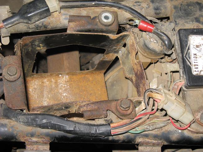 Dad's 1975 CB360T rebuild-battbox.jpg