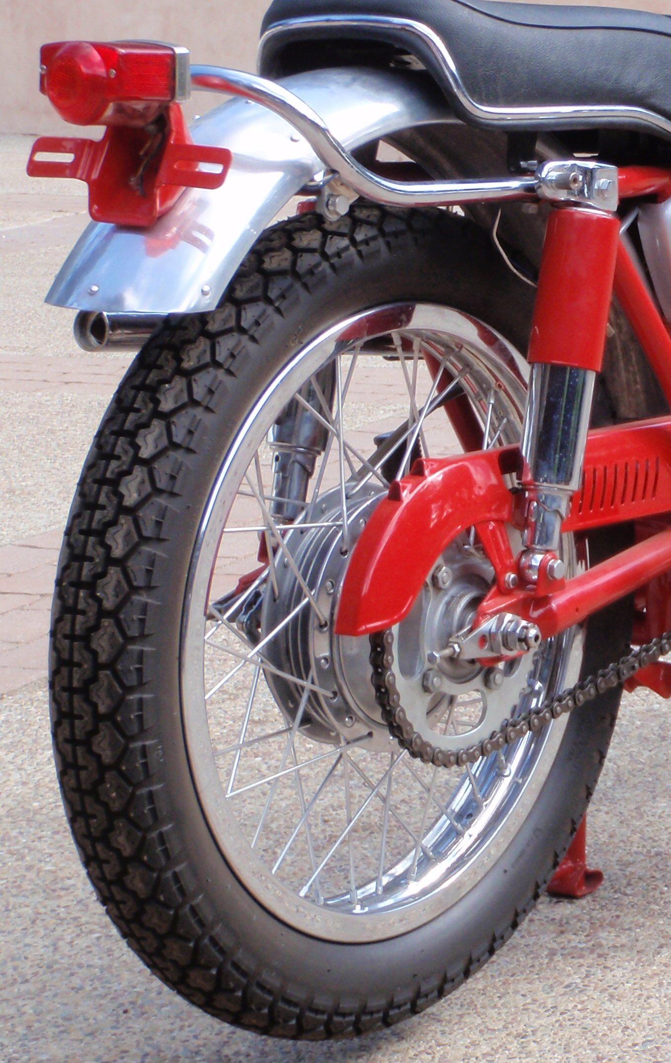 1962 CL72 250 Scrambler tires???