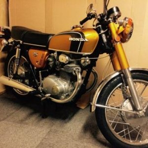 USA cb350 K3 1972. Original paint and in great shape.